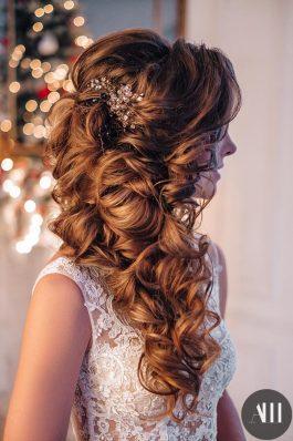 Объемная текстурная греческая коса на свадьбу от Анастасии Швабской