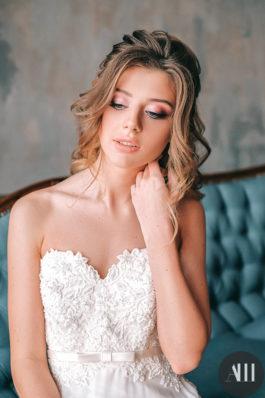 Красивый нежный макяж на свадьбу и воздушная прическа