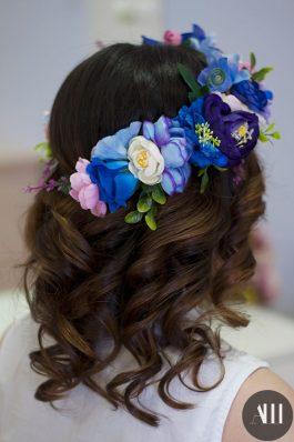 Крупные локоны украшенные объемным венком из цветов