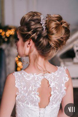 Невероятный объемный текстурный пучок на свадьбу