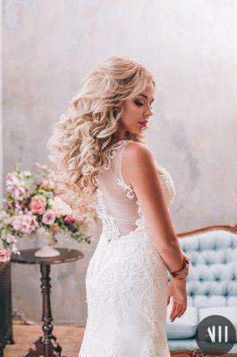 Шикарные объемные локоны и свадебный макияж