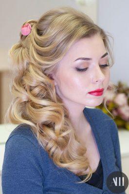 Свадебная прическа греческая коса набок макияж с акцентом на губы