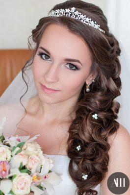 Свадебная прическа греческая коса набок с фатой