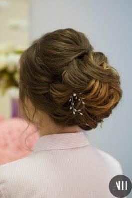 Свадебная прическа низкий плотный пучок от стилиста Татьяны Маковской
