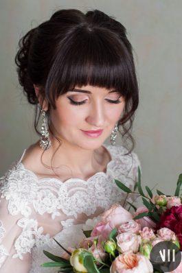 Свадебная прическа высокий пышный пучок с челкой