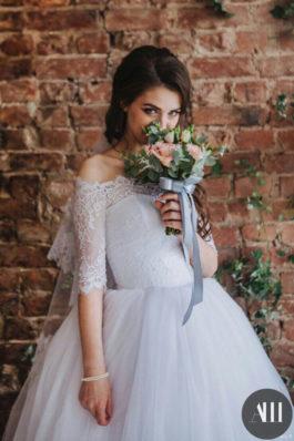 Красивый образ дня невесты низкий пучок и макияж от Татьяны Маковской