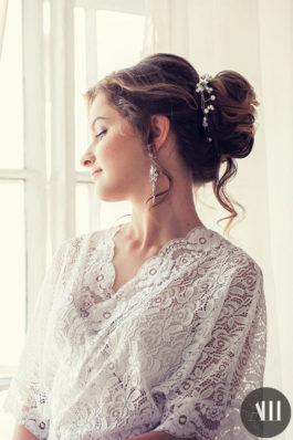 Средний пучок и красивый макияж на свадьбу от стилиста Татьяны Маковской