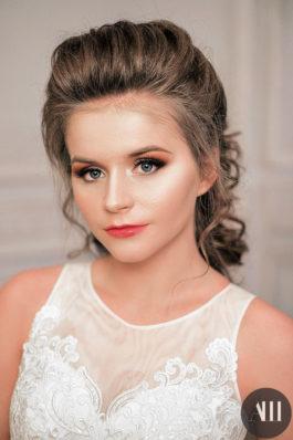 Красивый макияж и воздушная прическа на свадьбу