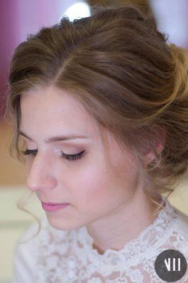 Аккуратный свадебный макияж и прическа
