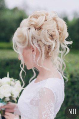 Элегантный высокий пучок на свадьбу от ведущего стилиста Анастасии Швабской