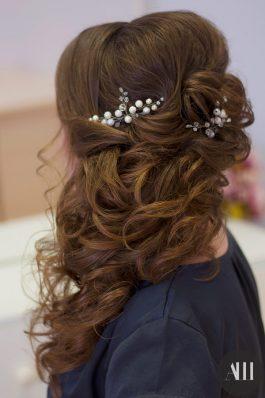 Греческая коса на свадьбу с использованием накладных волос