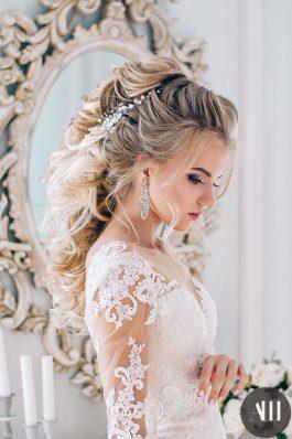 Греческая коса с жемчужной веточкой