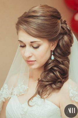 Красивая греческая коса и макияж для невесты
