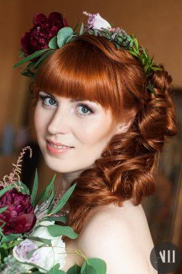 Макияж и прическа греческая коса с живыми цветами на свадьбу
