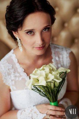 Нежная легкая прическа для коротких волос на свадьбу