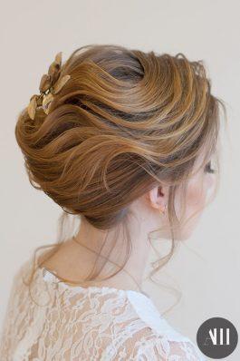 Нежная свадебная прическа из коротких волос