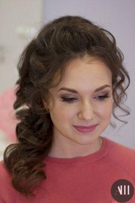 Нежный макияж и прическа для невесты