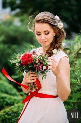 Нежный образ с греческой косой на свадьбу