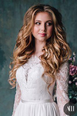 Нежный свадебный макияж и локоны для невесты от стилиста Марины Емельяновой
