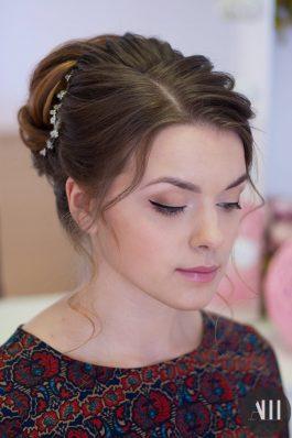 Нежный свадебный макияж и прическа