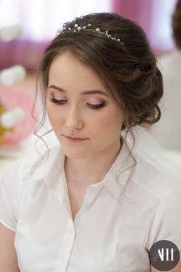 Нежный свадебный макияж и прическа пучок