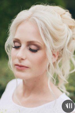 Нежный свадебный макияж и воздушная прическа