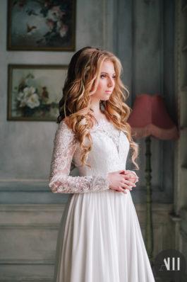 Нежный свадебный образ с локонами