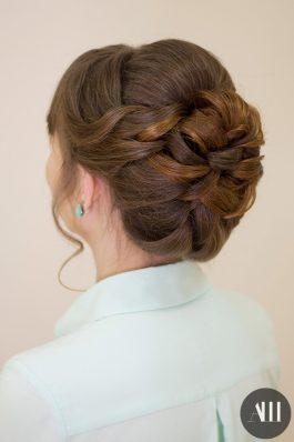 Низкий свадебный пучок из коротких волос