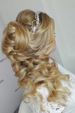 Прическа греческая коса из локонов на свадьбу