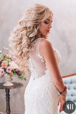 Прическа на свадьбу локоны с использованием накладных прядей