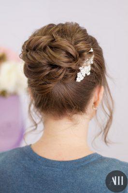 Прическа на свадьбу высокий пучок с украшением