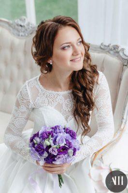 Пышная греческая коса и макияж для невесты