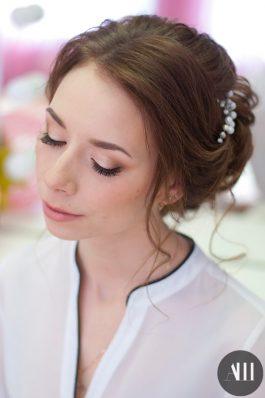 Репетиция нежного свадебного макияжа и прически