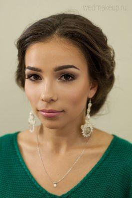 Репетиция свадебной прически и макияжа для невесты