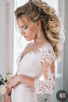 Шикарная греческая коса и нежные smoky-eyes для невесты