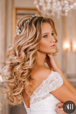 Шикарные крупные локоны и макияж на свадьбу от стилиста Марины Емельяновой