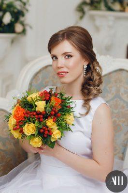 Свадебная прическа греческая коса набок на средние волосы