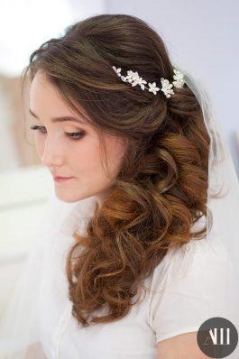 Свадебная прическа греческая коса с фатой