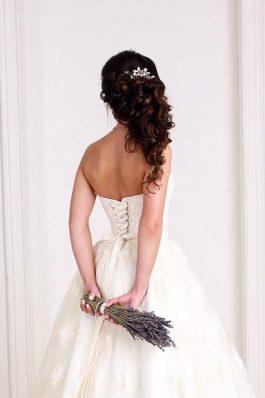 Свадебная прическа греческая коса с гребнем