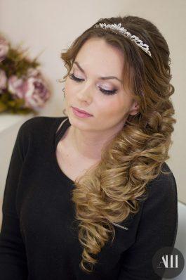 Свадебная прическа греческая коса с накладными прядями