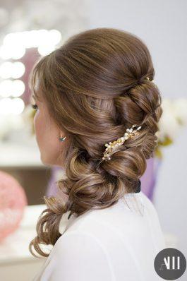 Свадебная прическа греческая коса с украшением
