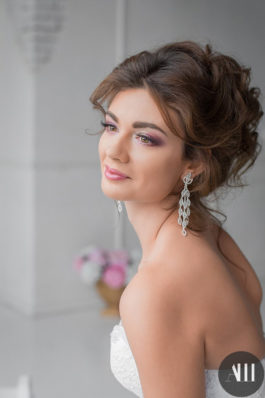 Свадебная прическа и нежный макияж