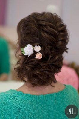 Свадебная прическа из коротких волос с элементами плетения