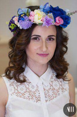 Свадебная прическа локоны с цветочным венком