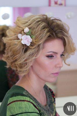 Свадебная прическа на короткие волосы и макияж
