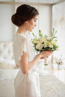 Свадебная прическа низкий гладкий пучок