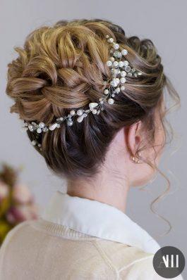 Свадебная прическа высокий объемный пучок с украшением
