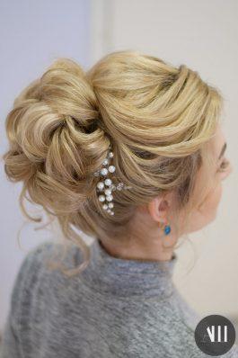 Свадебная прическа высокий пучок на средние волосы