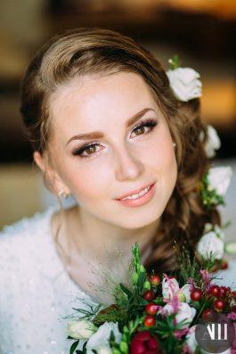 Свадебный образ греческая коса с живыми цветами