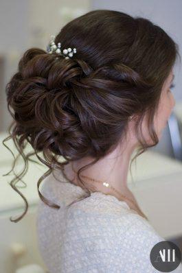 Воздушный объемный пучок на свадьбу с украшением